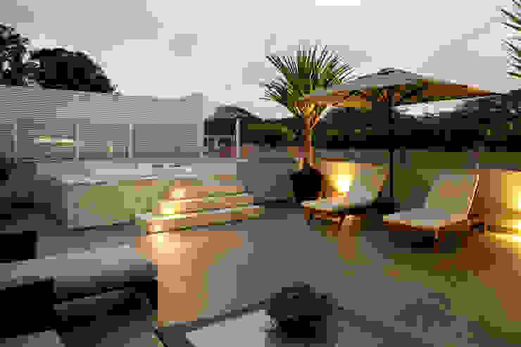 Modern Terrace by Rafael Zalc Arquitetura e Interiores Modern