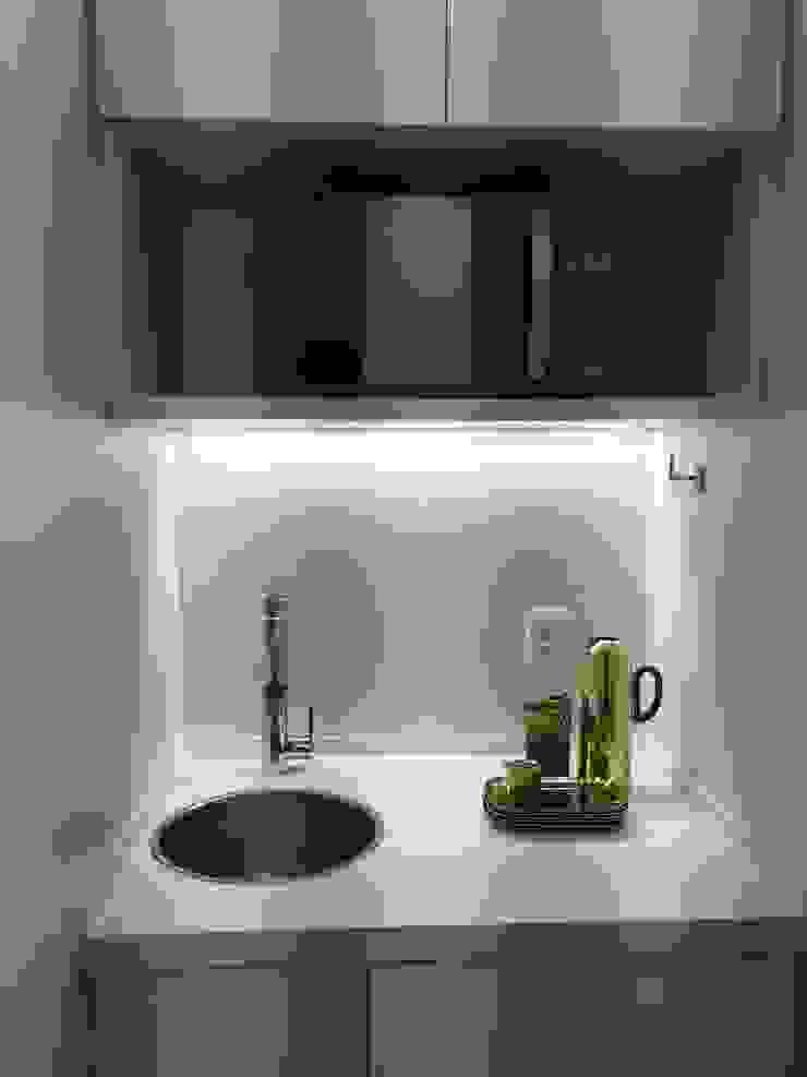 Consultório Odontológico Clínicas modernas por Rafael Zalc Arquitetura e Interiores Moderno