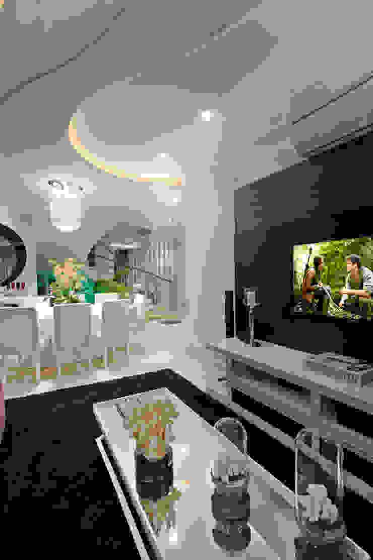 Casa Parque Salas multimídia modernas por Designer de Interiores e Paisagista Iara Kílaris Moderno