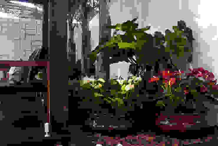 FiaFlora Expogarden | 2009 Jardins modernos por Folha Paisagismo Moderno