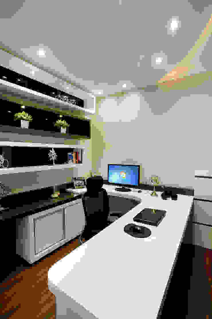 Casa Parque Escritórios modernos por Designer de Interiores e Paisagista Iara Kílaris Moderno