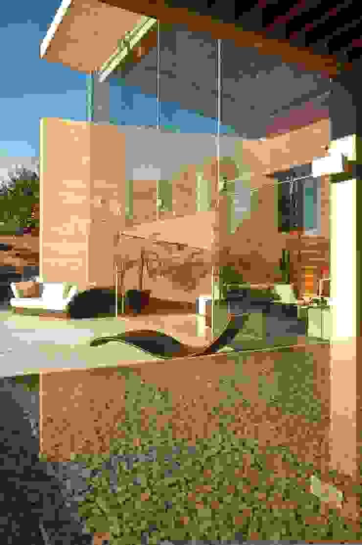 Casa AV Balcones y terrazas modernos de Gantous Arquitectos Moderno