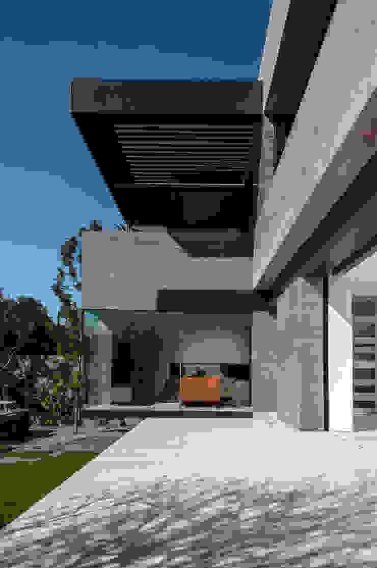 ML Residence Modern terrace by Gantous Arquitectos Modern