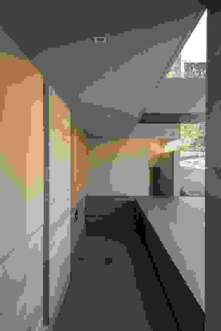 BB Residence Gantous Arquitectos Modern corridor, hallway & stairs