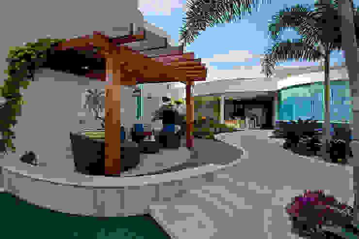 Maisons modernes par Designer de Interiores e Paisagista Iara Kílaris Moderne