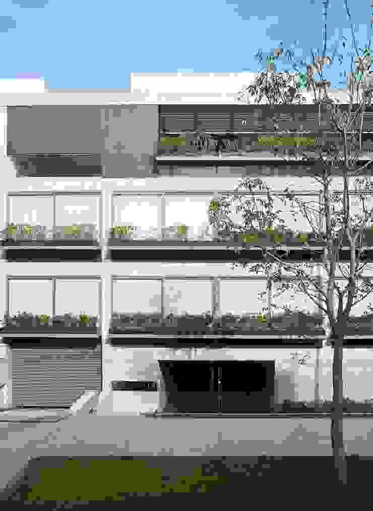 Modern Houses by Gantous Arquitectos Modern
