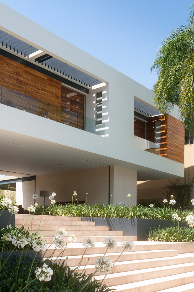 Casa SJ Balcones y terrazas modernos de Gantous Arquitectos Moderno