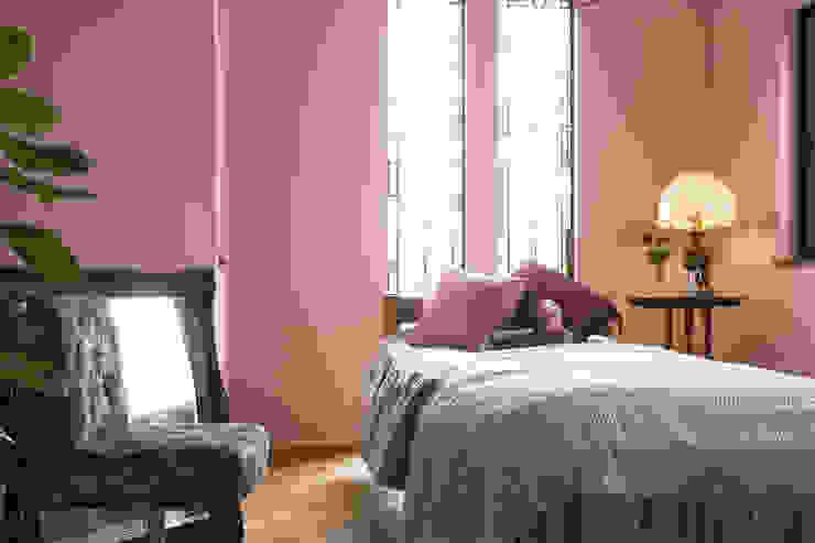 ちいさな塔の家: ソフトデザイン1級建築士事務所が手掛けた寝室です。,オリジナル