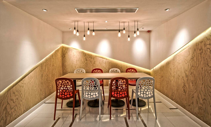 Commercial Spaces โดย PLOTCREATIVE Interior Design Ltd,