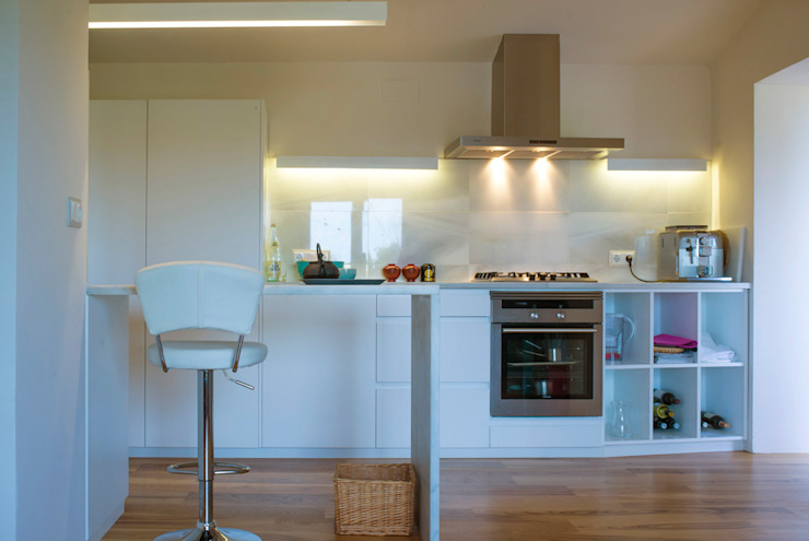 Modern kitchen by DMP arquitectura Modern