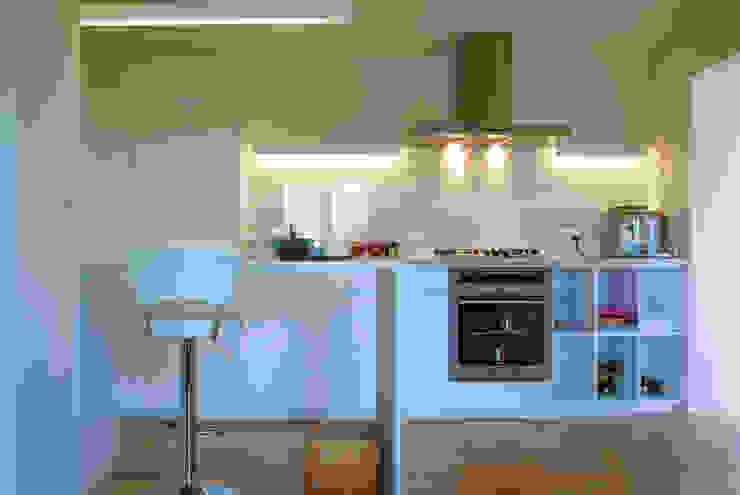 Moderne keukens van DMP arquitectura Modern