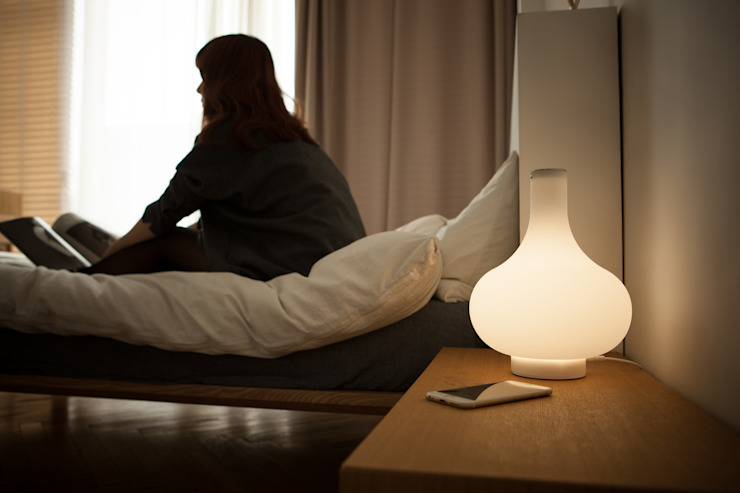 DOZA (silicone lamp): (주)해야지 HAEYAJI Inc.의 미니멀리스트 ,미니멀