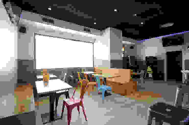 Comedor después Bares y clubs de estilo industrial de Casas a Punto home staging Industrial