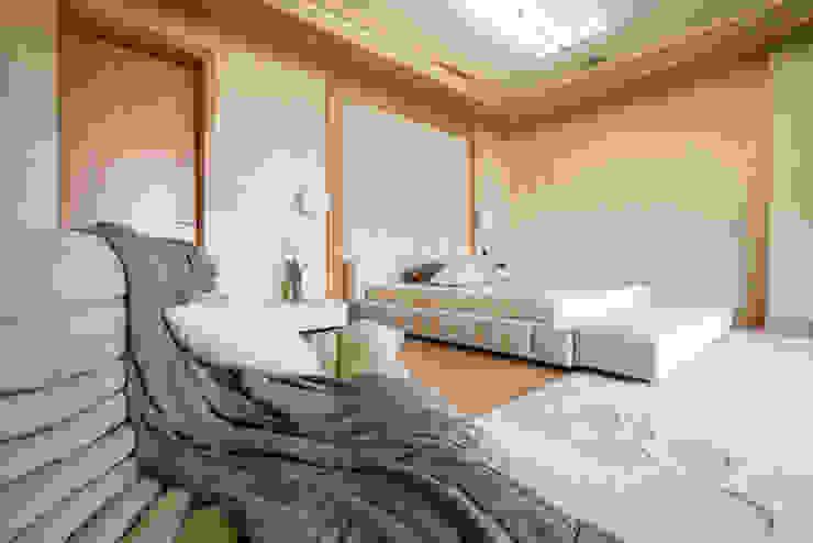 Тёплый песок и ветер странствий Спальня в стиле минимализм от Premier Dekor Минимализм