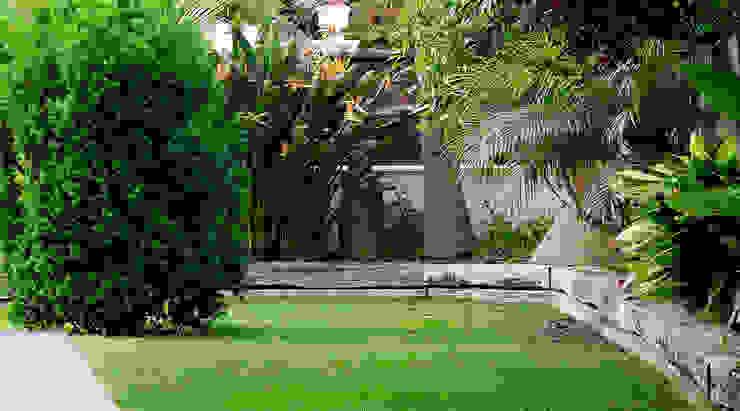 Diseño de exteriores: jardín Jardines de estilo tropical de LaMarta interiorismo Tropical