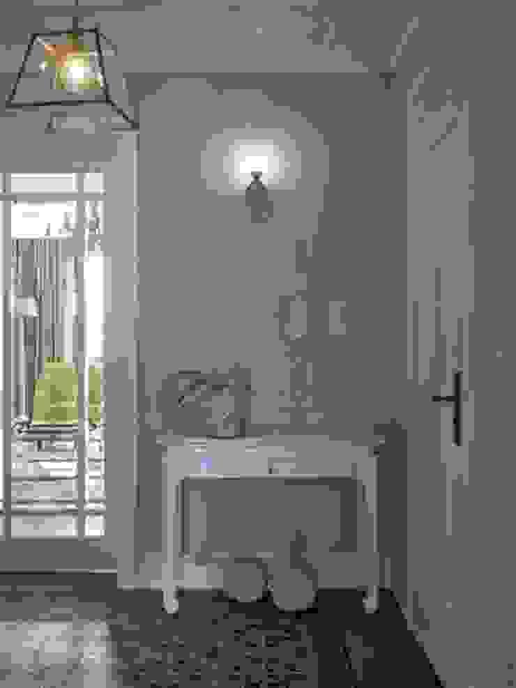 Apartament na Mazurach Klasyczny korytarz, przedpokój i schody od BBHome Design Klasyczny