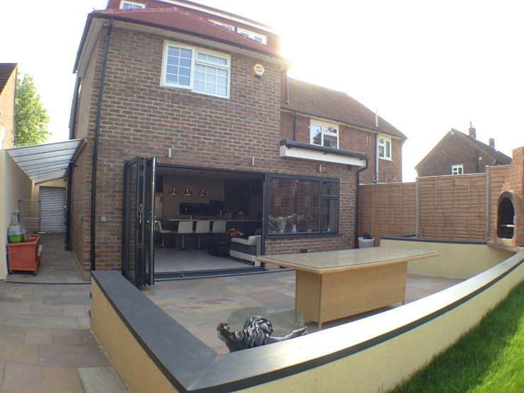 rear patio Moderne huizen van Progressive Design London Modern
