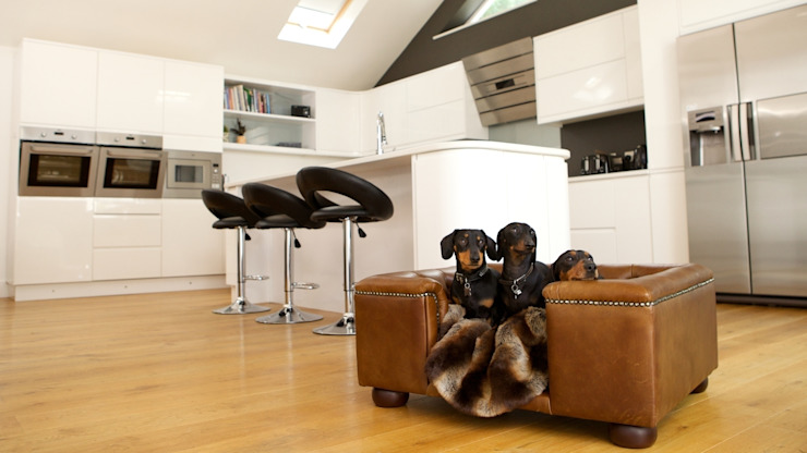 Dog Sofa - Sandringham small in Natural Italian Leather van Scott's of london Klassiek Leer Grijs