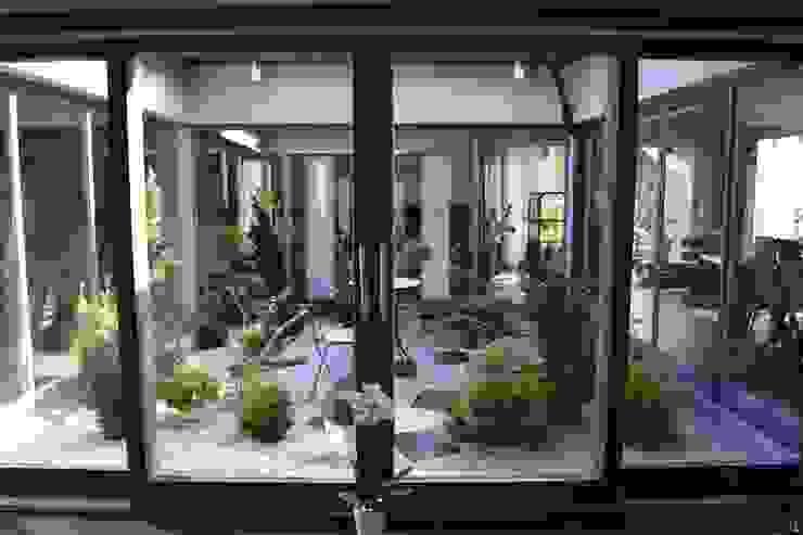 Varandas, alpendres e terraços modernos por Autorskie Studio Projektu QUBATURA Moderno