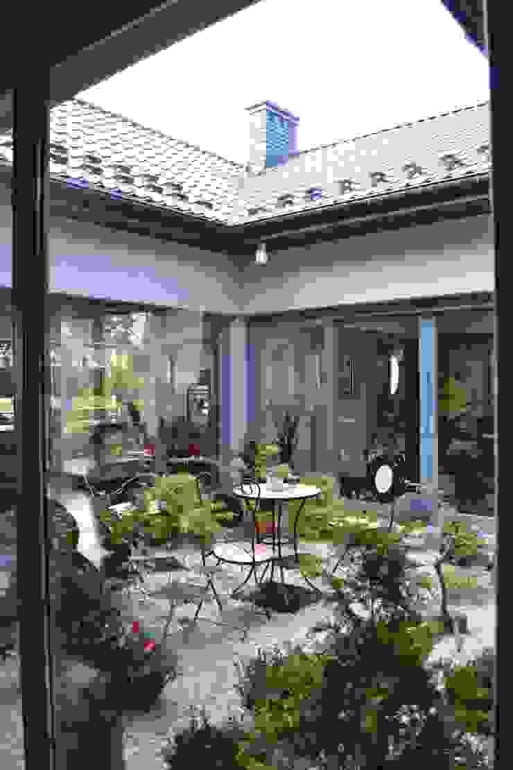 Autorskie Studio Projektu QUBATURA Modern style gardens