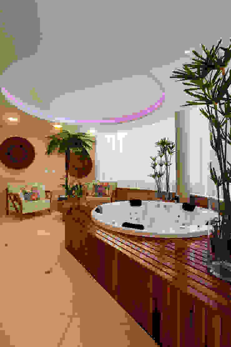 Casa Parque Spa moderno por Designer de Interiores e Paisagista Iara Kílaris Moderno