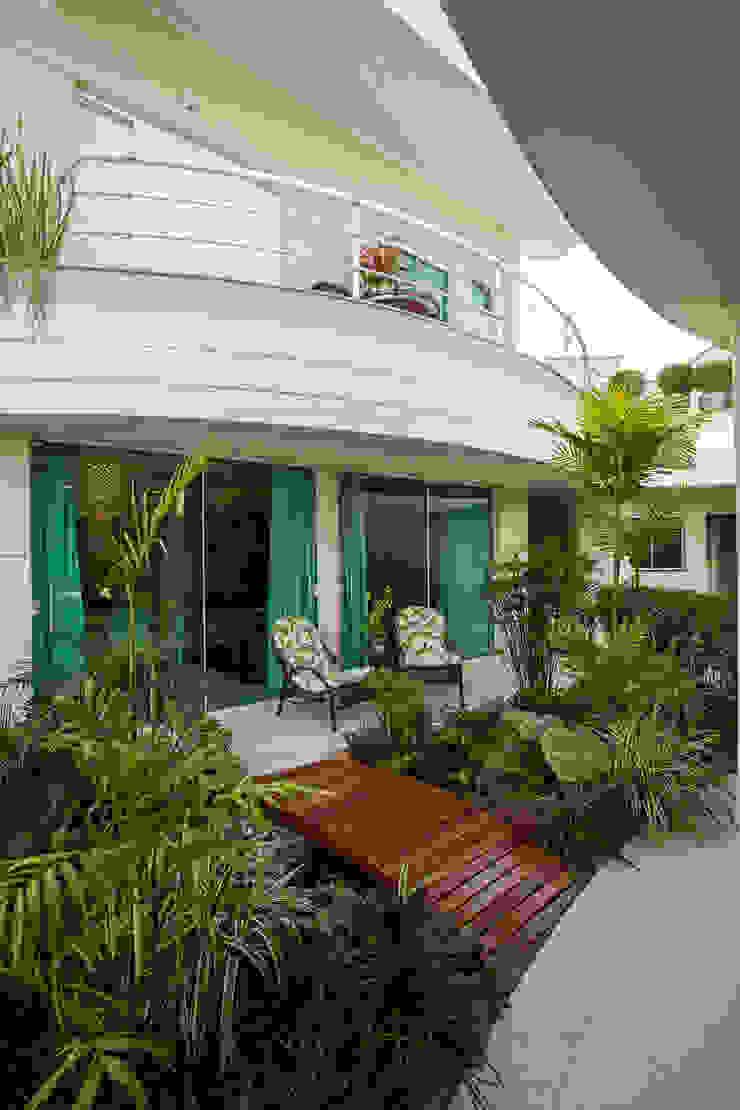 Casa Parque Jardins modernos por Designer de Interiores e Paisagista Iara Kílaris Moderno