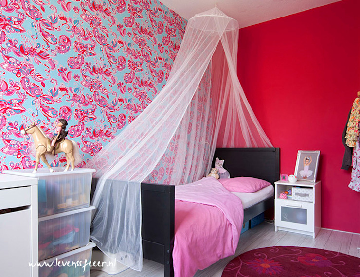 Girly room in fuschia pink من Aileen Martinia interior design - Amsterdam أسيوي