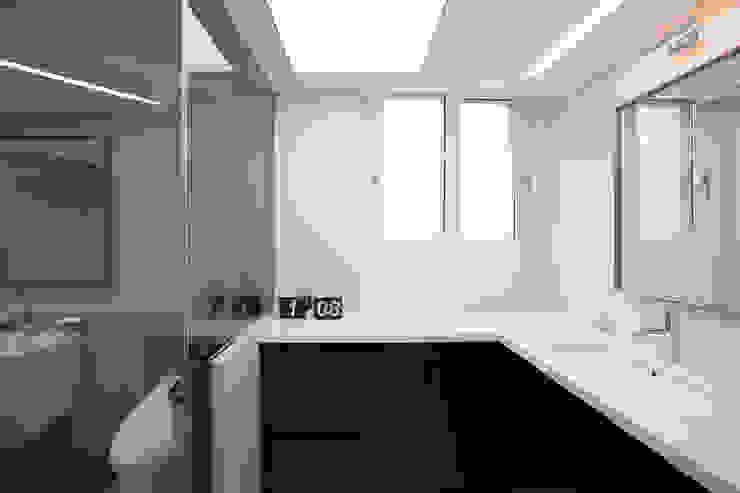 Modern bathroom by MID 먹줄 Modern