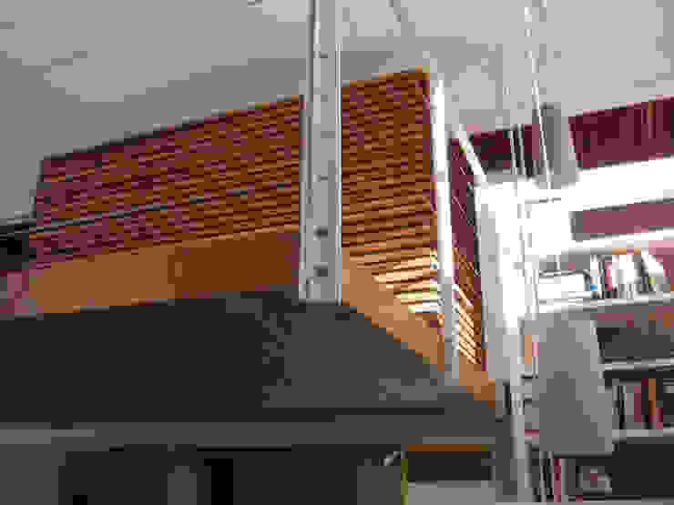soppalco Camera da letto moderna di Studio Architettura x Sostenibilità Moderno