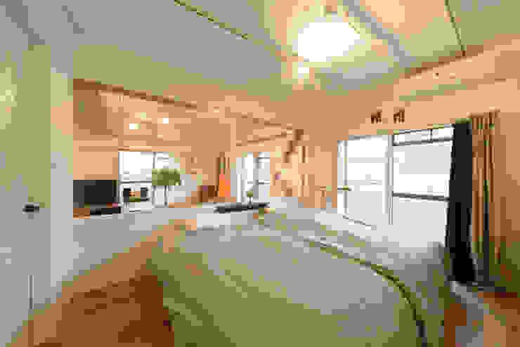 ガラス張りの寝室 カントリースタイルの 寝室 の 株式会社 アポロ計画 リノベエステイト事業部 カントリー