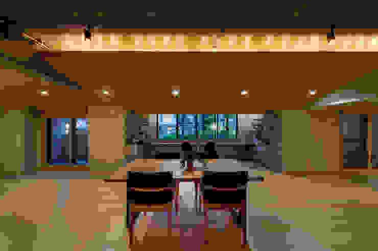 景色への焦点を合わせる モダンデザインの リビング の 株式会社 アポロ計画 リノベエステイト事業部 モダン