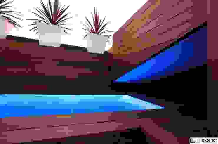 TOTEXTERIOR - PISCINA EN EL ÁTICO Balcones y terrazas de estilo moderno de TOTEXTERIOR Moderno
