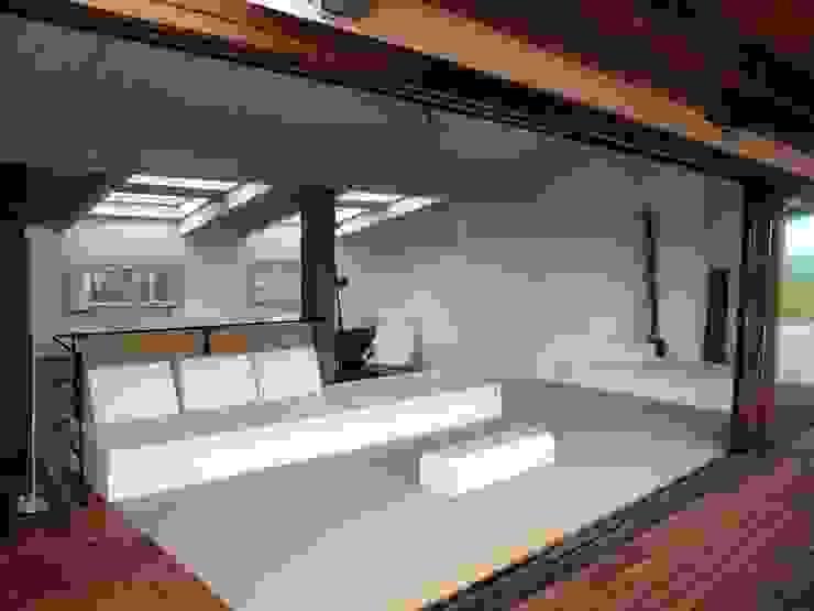 chill Out 1 Balcones y terrazas modernos de fuusta Moderno