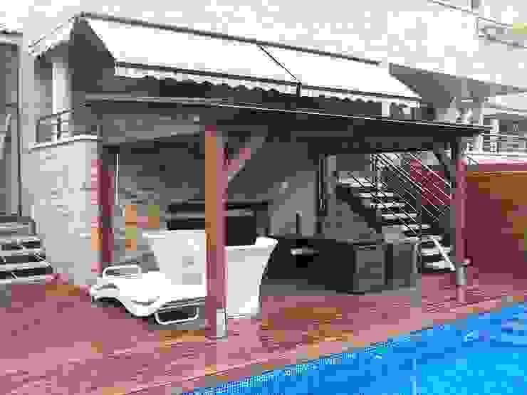 Porche de madera autoportante Jardines de estilo mediterráneo de Madera Garden Mediterráneo