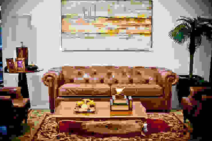 Sofá de couro legitimo. por VIA HAUS Clássico