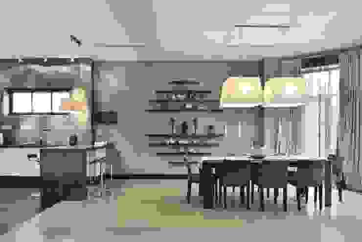 Загородный дом в современном стиле Столовая комната в стиле модерн от ANIMA Модерн