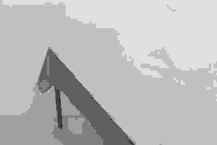 Tablecloth Flowers - Light grey van Caro Heuts Scandinavisch
