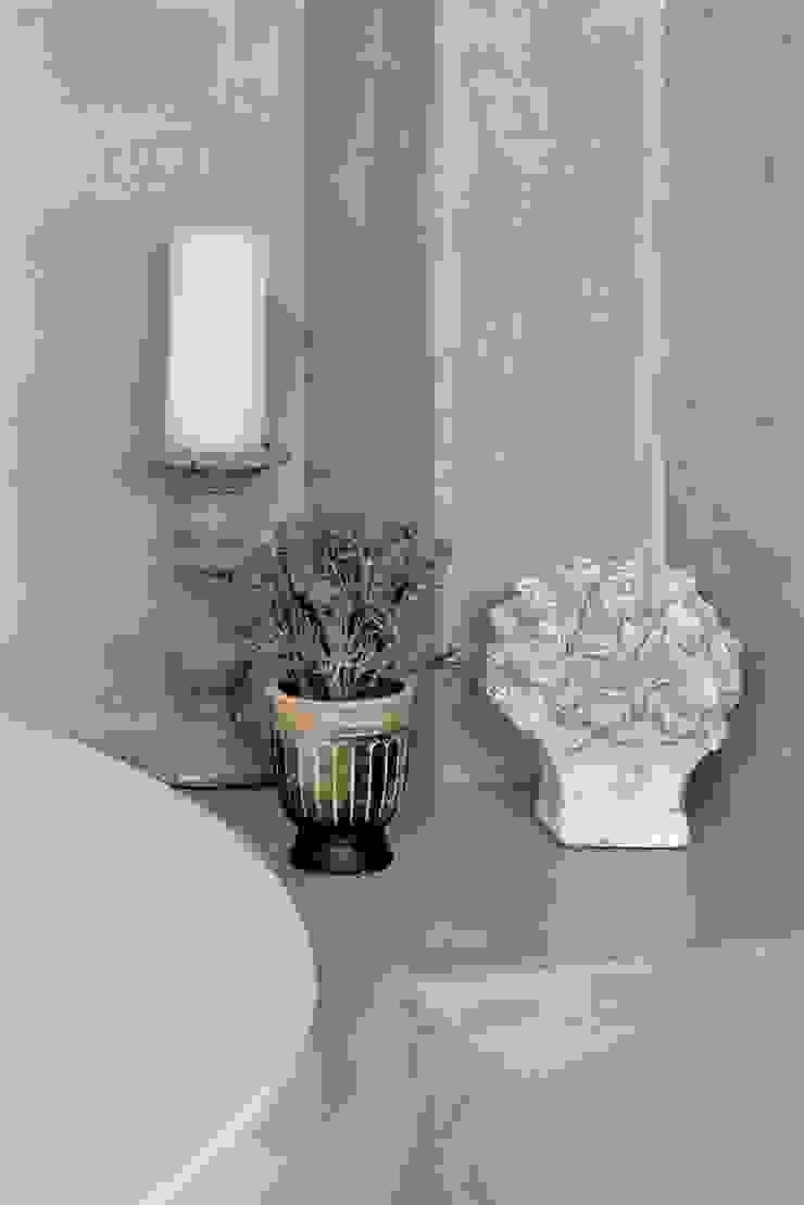Загородный дом в современном стиле Ванная комната в стиле модерн от ANIMA Модерн