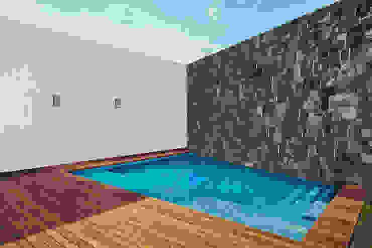 Residencia R53 Piletas modernas: Ideas, imágenes y decoración de Imativa Arquitectos Moderno