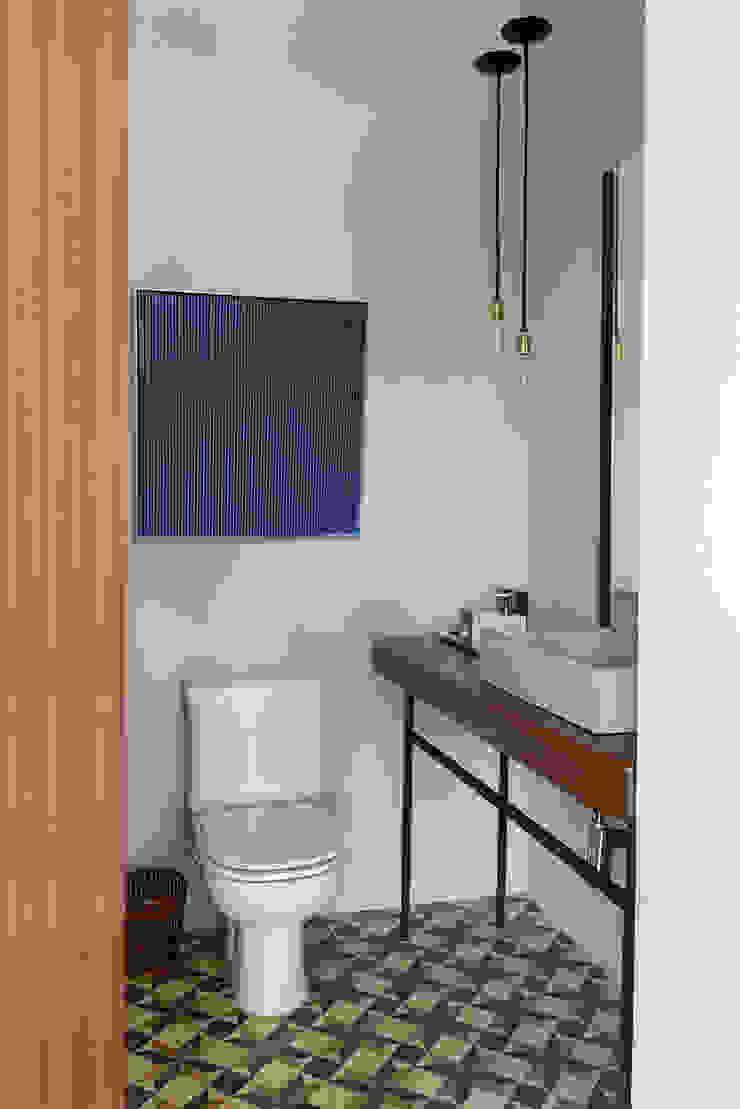 Casa Boa Vista Banheiros campestres por Triplex Arquitetura Campestre