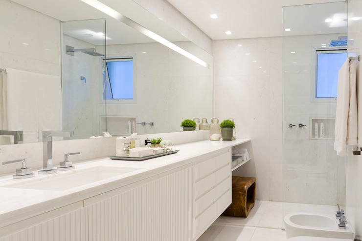 Bathroom by Triplex Arquitetura,