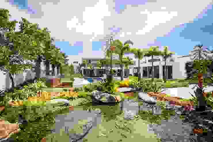 Modern Garden by ricardo pessuto paisagismo Modern