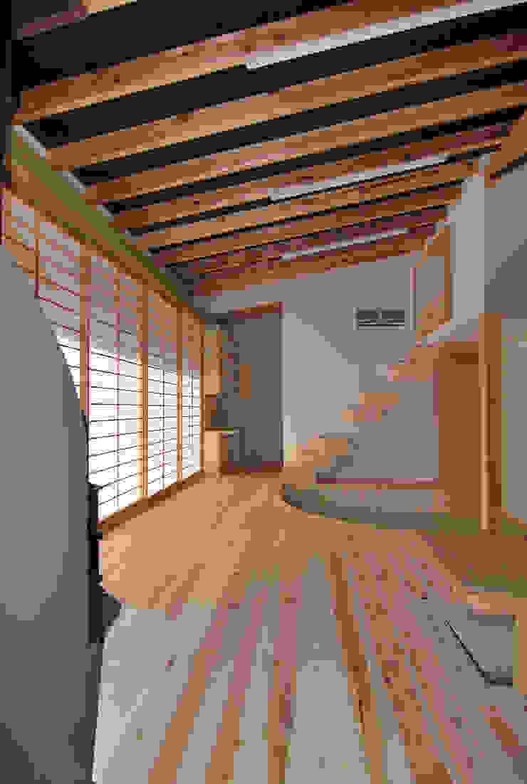 茶畑の家 原 空間工作所 HARA Urban Space Factory カントリーデザインの リビング