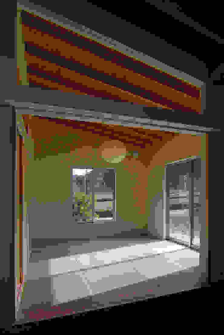茶畑の家 原 空間工作所 HARA Urban Space Factory カントリーデザインの 多目的室