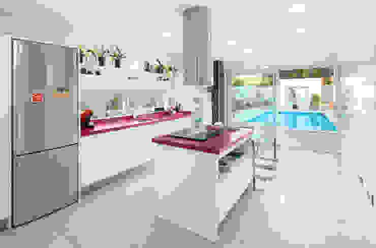 Minimalist kitchen by TOV.ARQ Estudio de Arquitectura y Urbanismo Minimalist