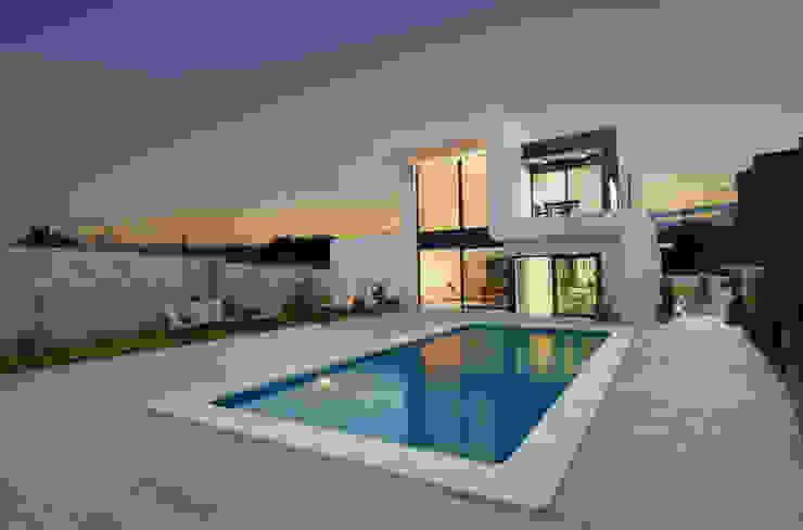 Fachada a la montaña Casas de estilo minimalista de TOV.ARQ Estudio de Arquitectura y Urbanismo Minimalista