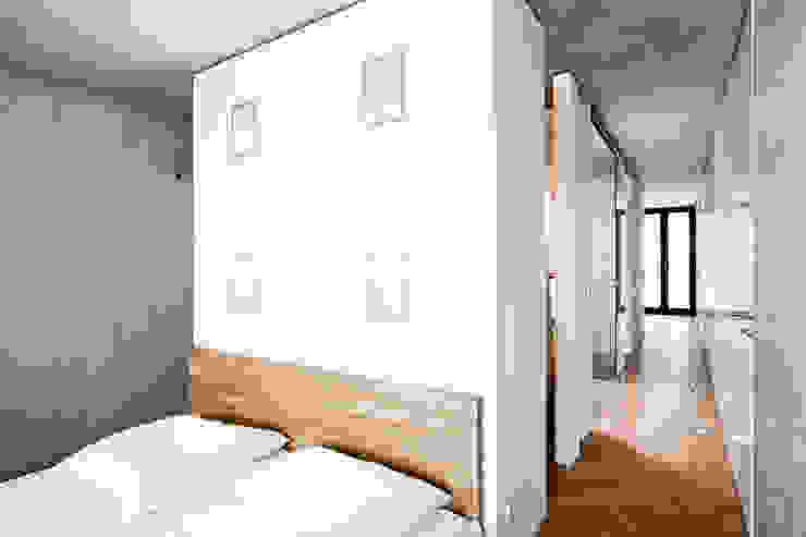 Cuartos de estilo moderno de Oliver Keuper Architekt BDA Moderno
