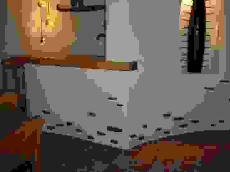 Detalle en pasillo Pasillos, vestíbulos y escaleras mediterráneos de Cenquizqui Mediterráneo