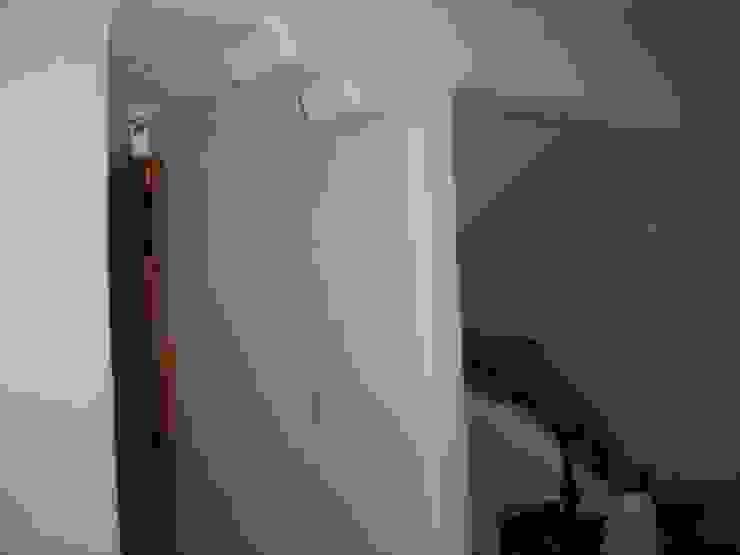Detall en pasillo Pasillos, vestíbulos y escaleras mediterráneos de Cenquizqui Mediterráneo