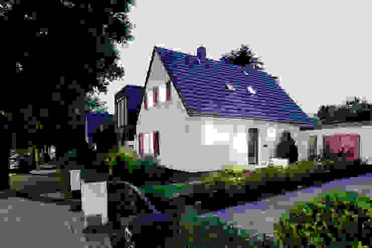 Casas estilo moderno: ideas, arquitectura e imágenes de Oliver Keuper Architekt BDA Moderno